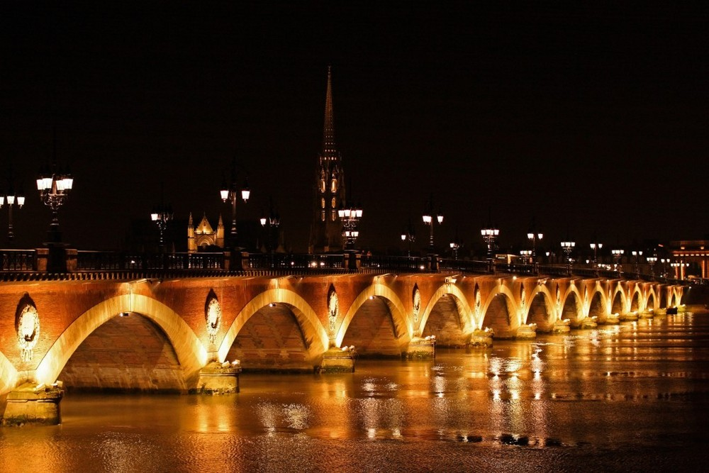 Bordeaux by night: Pont de Pierre