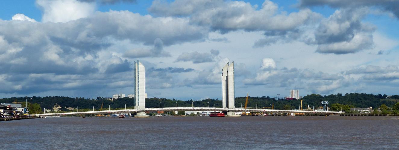 Bordeaux:le pont Chaban-Delmas...