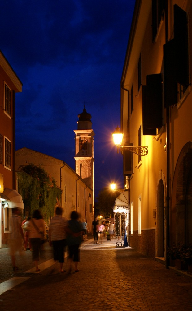 Borgo Guiseppe Garibaldi und Kirche San Severo in Bardolino