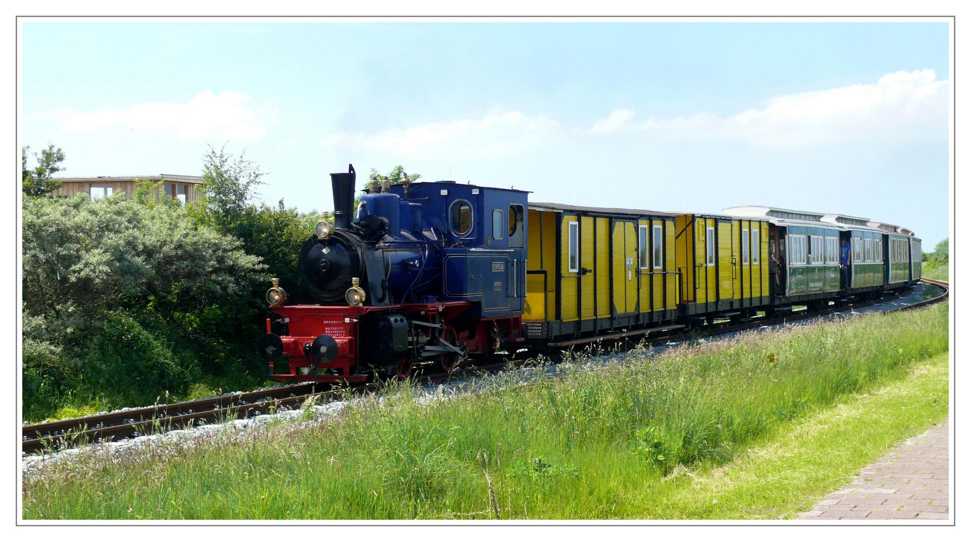 Borkum - Borkumer Kleinbahn auf dem Weg zum Hafen