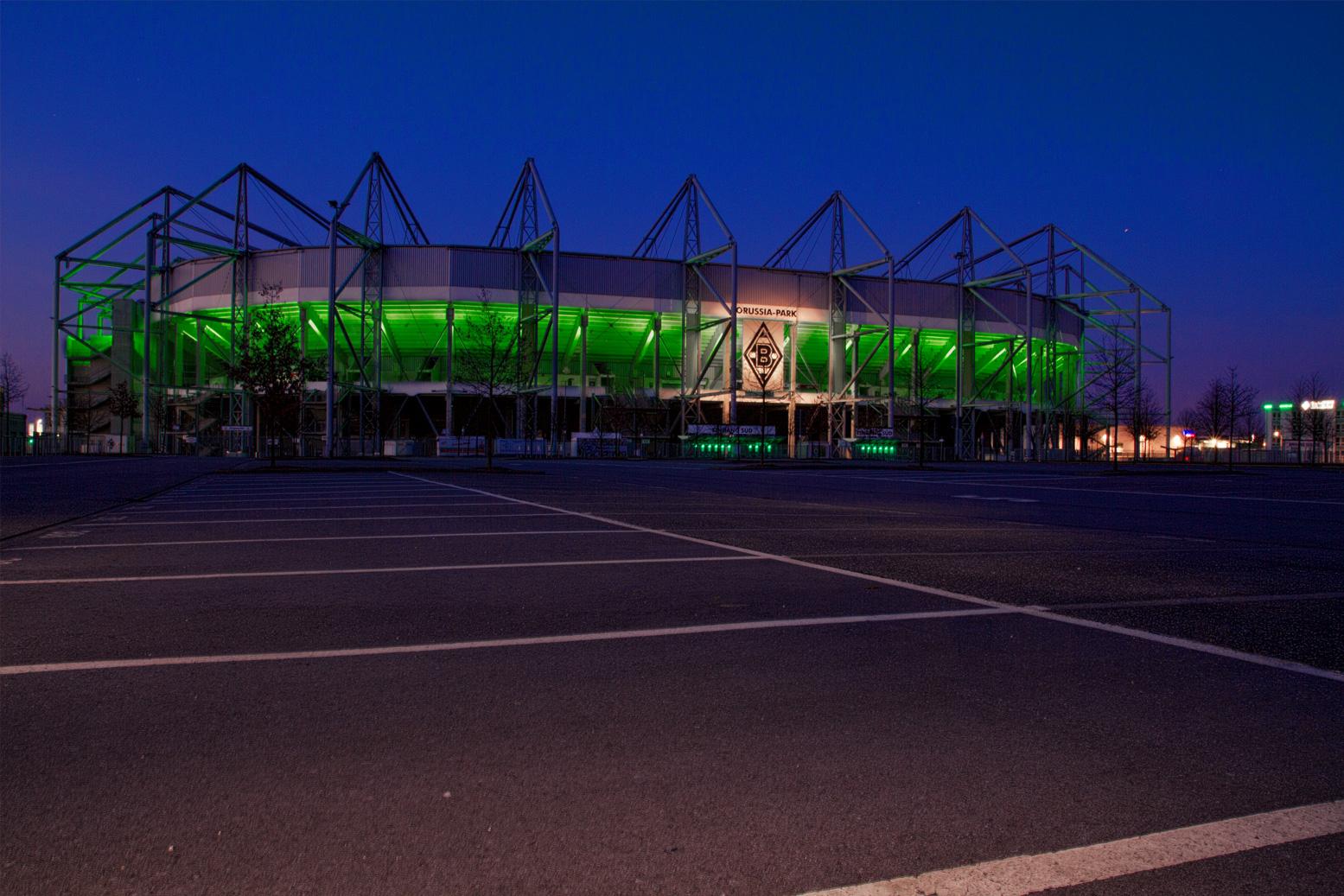 Borussia Mönchengladbach bei vollständiger Nacht