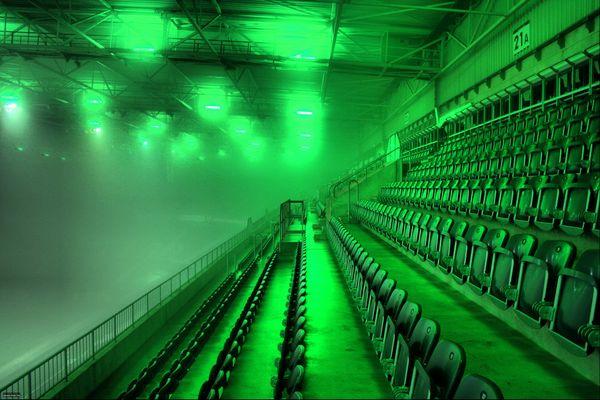 BORUSSIA-PARK Mönchengladbach, Oberrang West, HDR aus 4 Aufnahmen bei Nebel