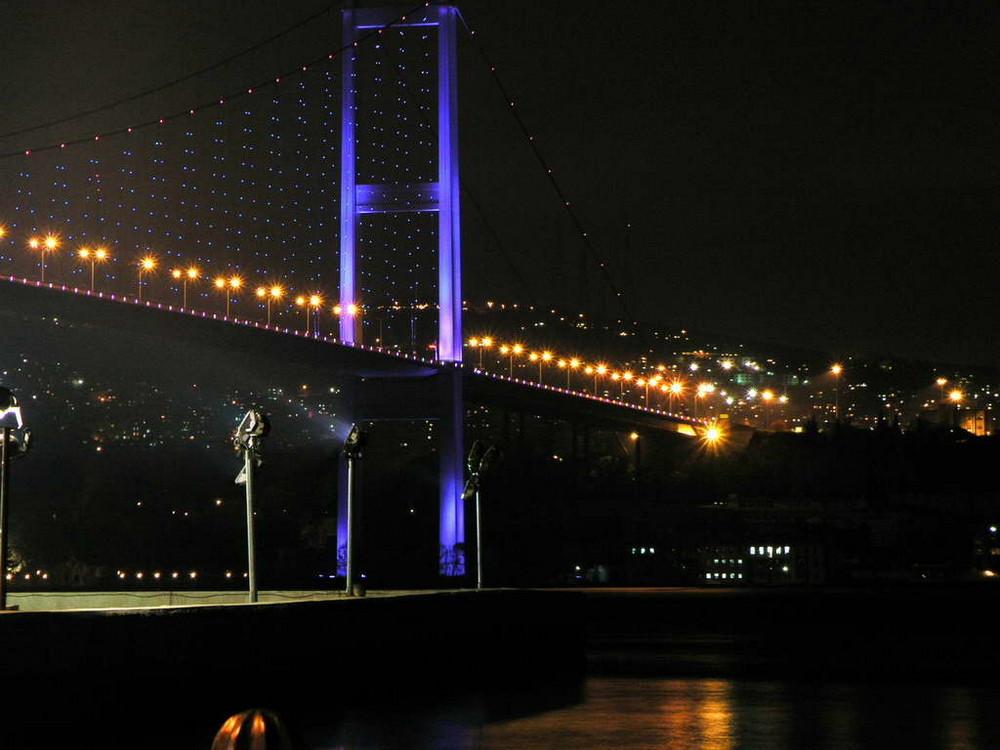 Bosporus-Brücke Nachts 2