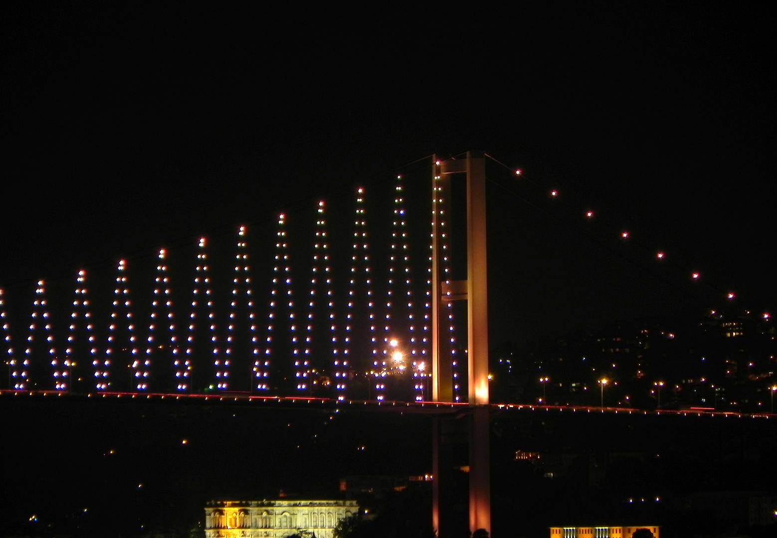 Bosporusbrücke in gelb