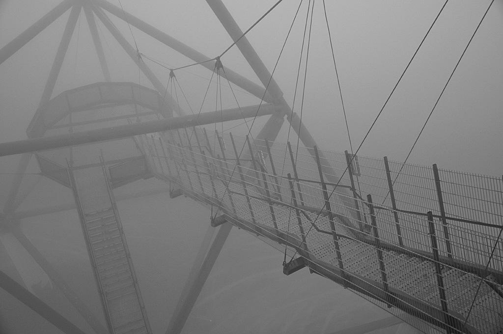 Bottrop Tetraeder im Nebel 4