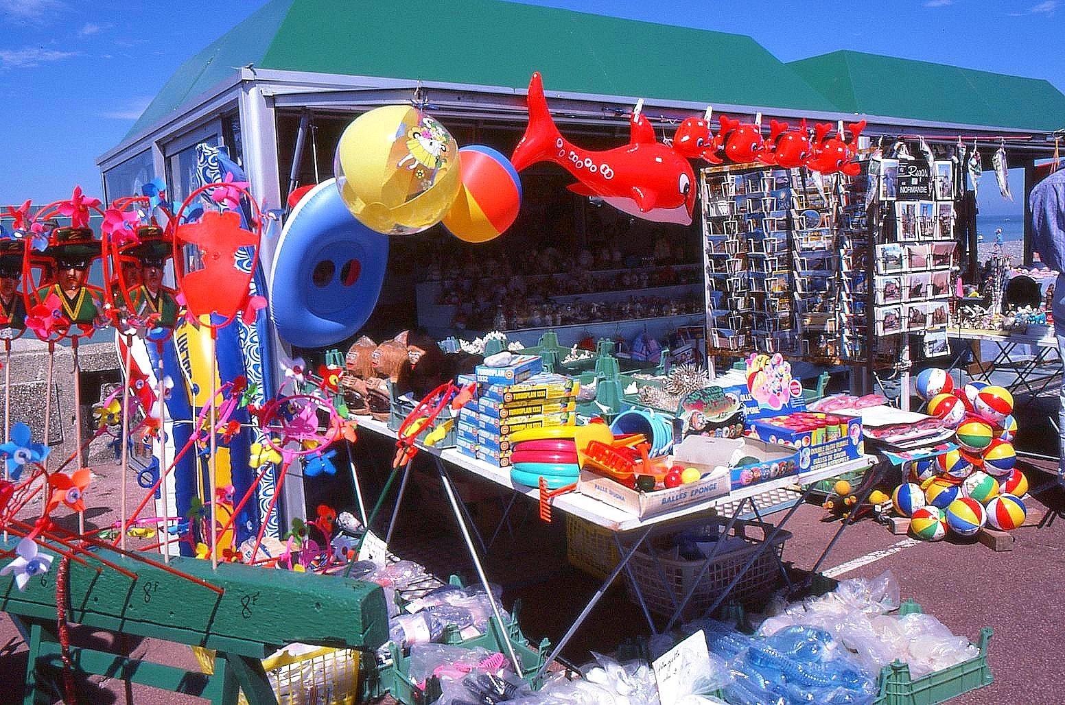 Boutique de plage...avant l'Euro