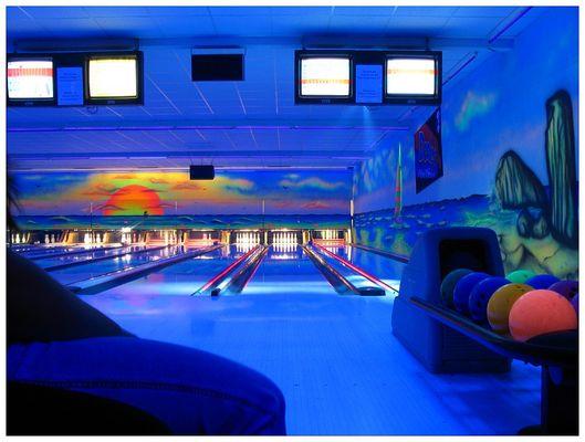 Bowling im Schwarzlicht