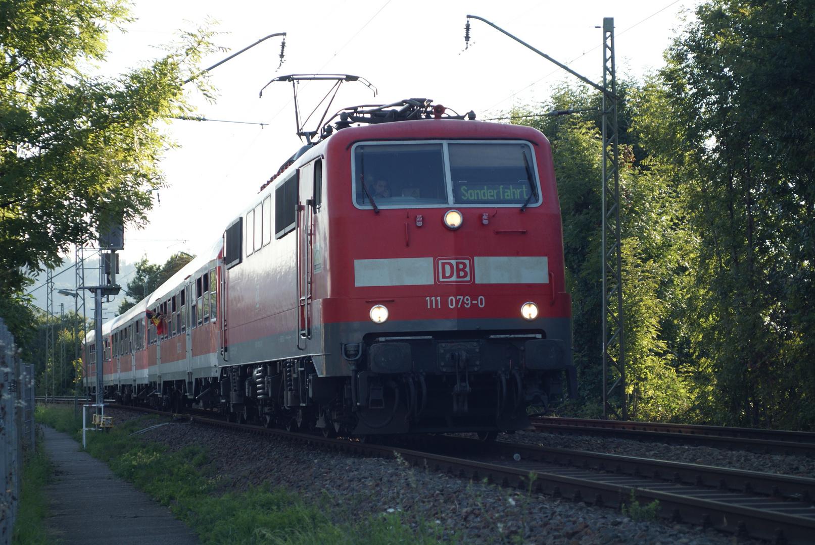 BR 111 im Höllental Einfahrt Freiburg HBF