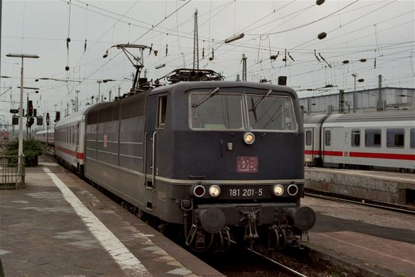 BR 181 im Frankfurter Hauptbahnhof
