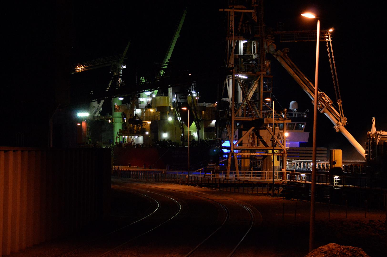 Braker Hafen bei Nacht