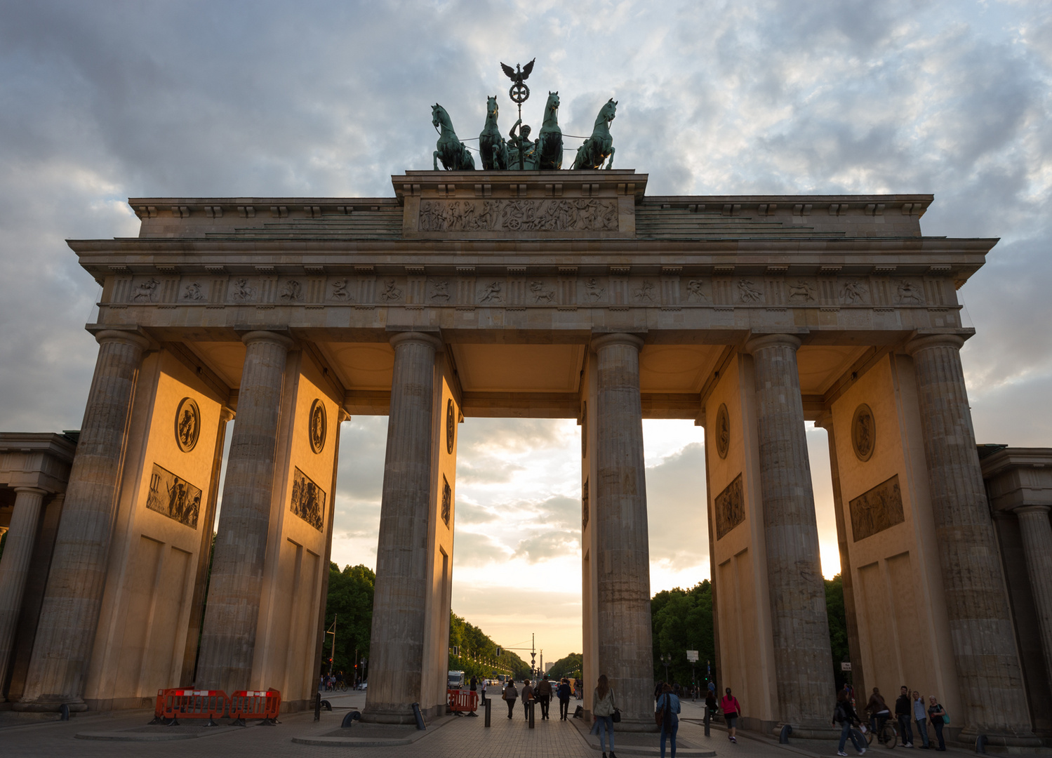 Brandenburger Tor Berlin bei Sonnenuntergang