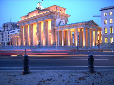 Brandenburger Tor in der blauen, bewegten Stunde