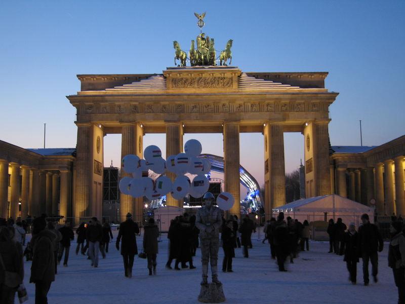 Brandenburger Tor: Kalter Wintertag - Kalter Krieger