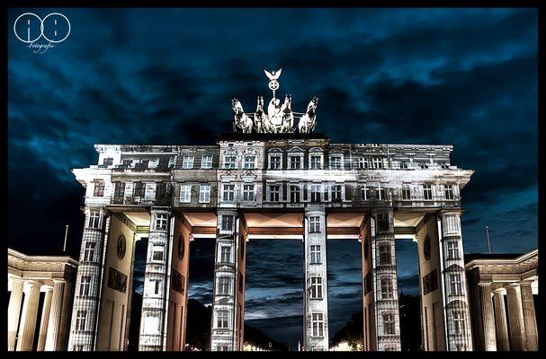 Brandenburger Tor mit Haus-Projektion