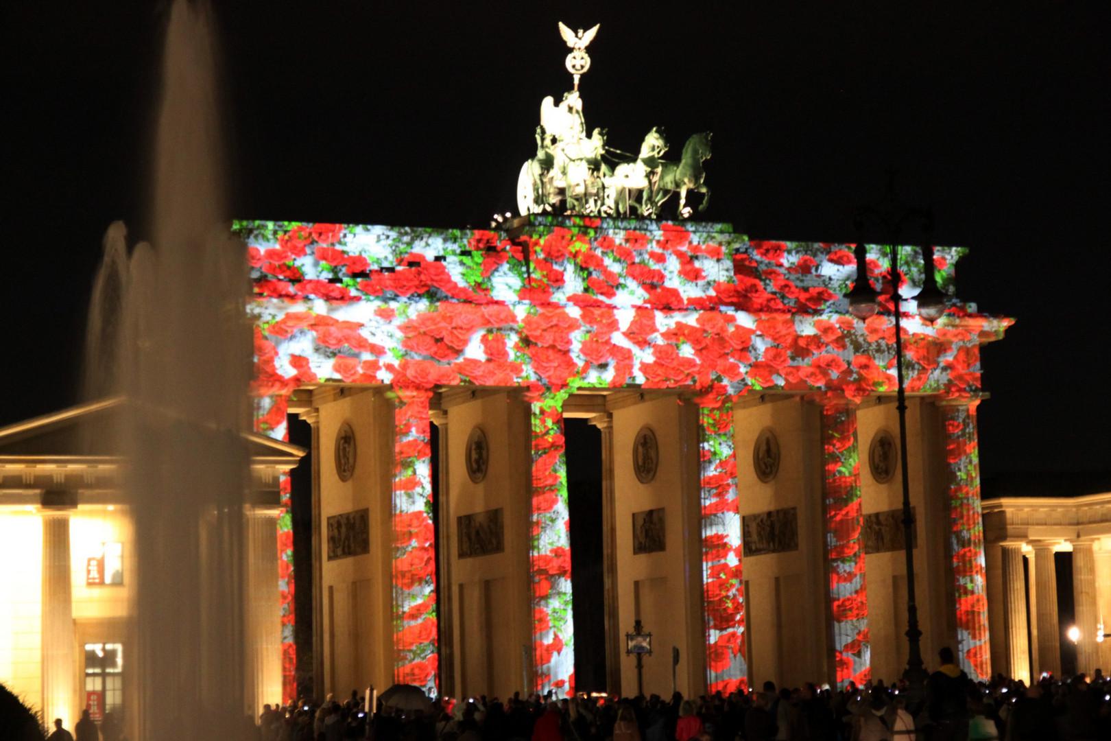 Brandenburger Tor mit Rosen