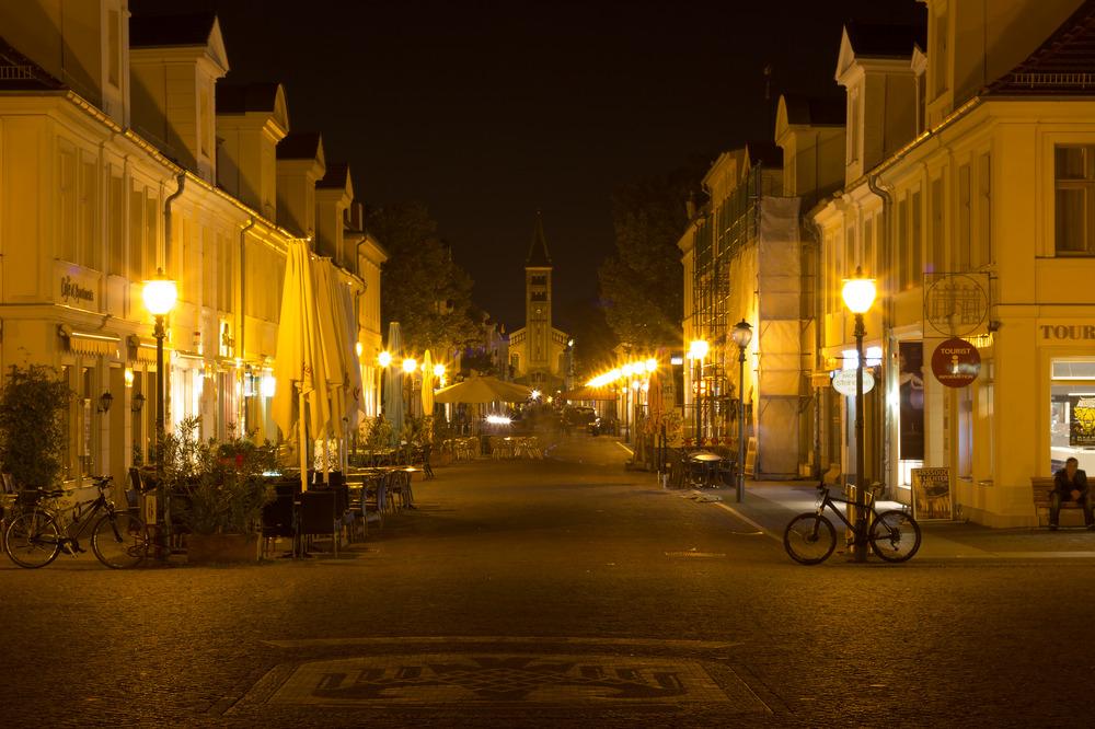 Brandenburgerstraße bei Nacht