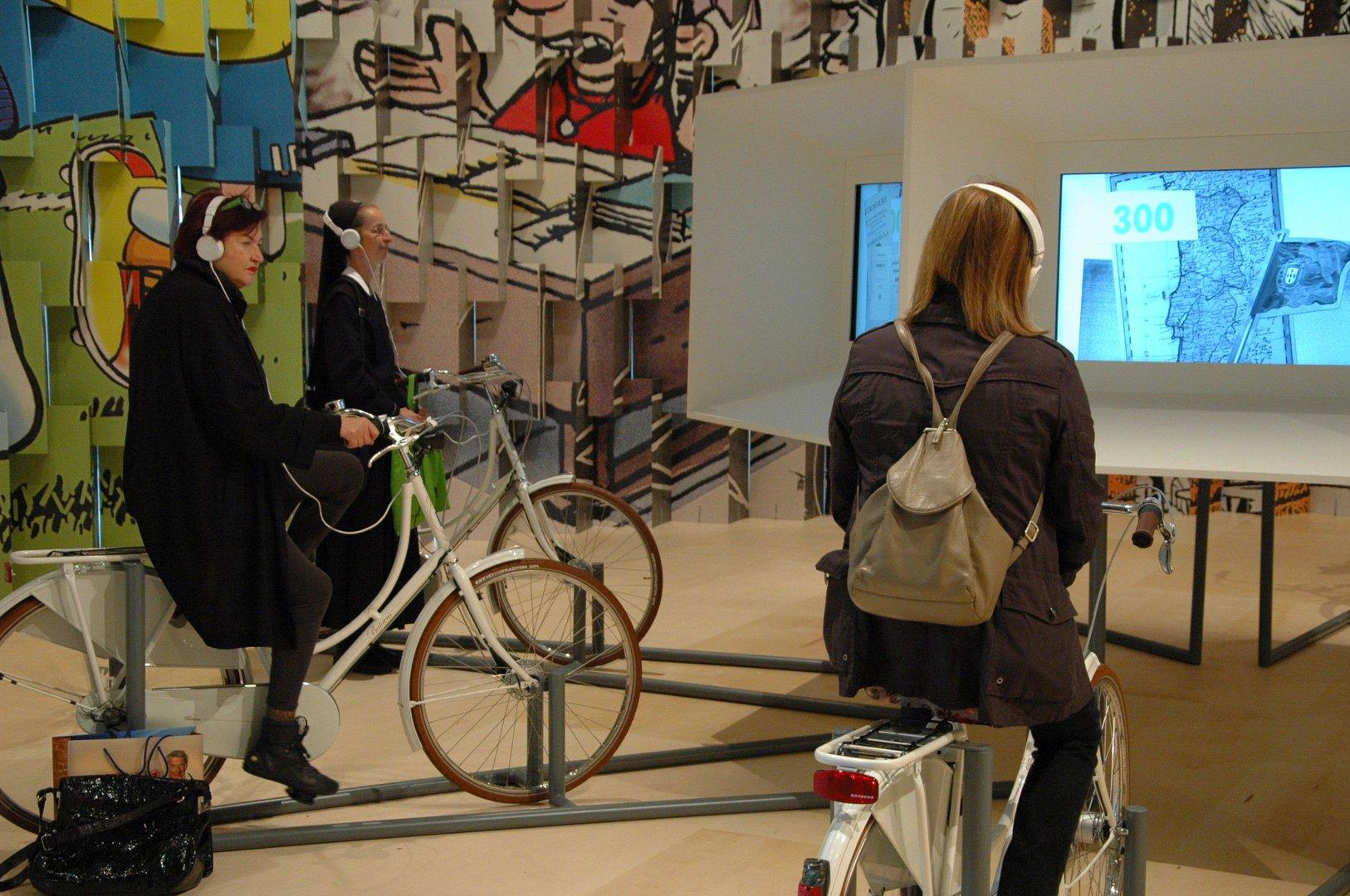 Brasilien-Pavillon: mit Fahrrädern Filme starten