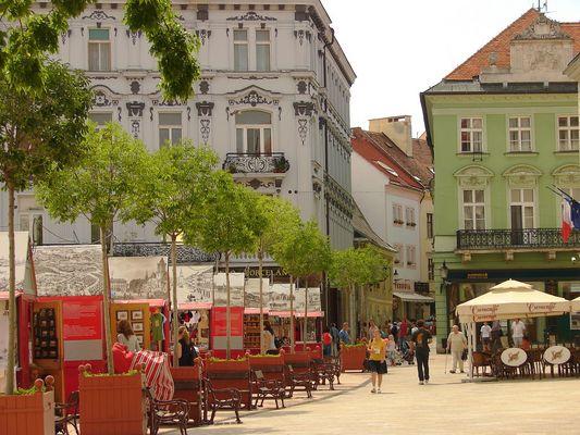Bratislava - Bancarelle nella piazza del centro (2)
