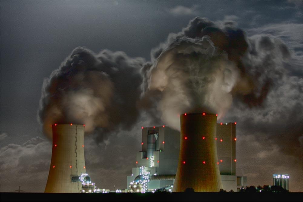 Braunkohle Kraftwerk Neurath bei Nacht
