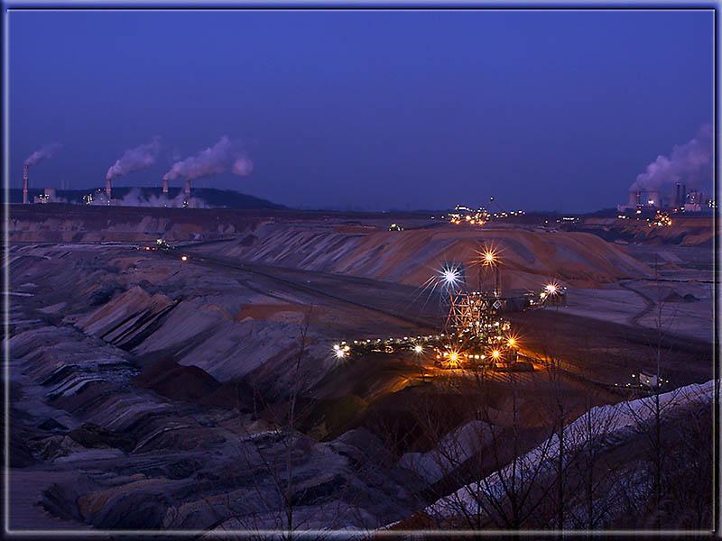 Braunkohlentagebau zur Blauen Stunde
