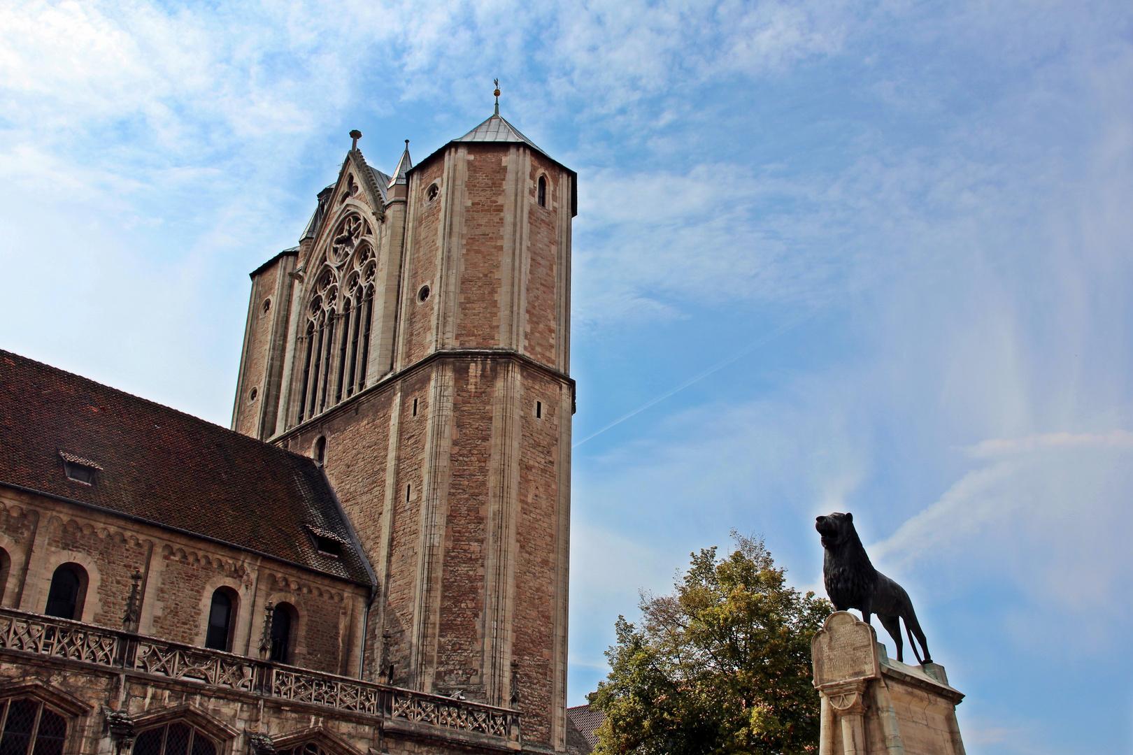 Braunschweiger Dom mit Burglöwe