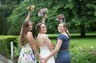 Braut mit Ihren besten Freundinen
