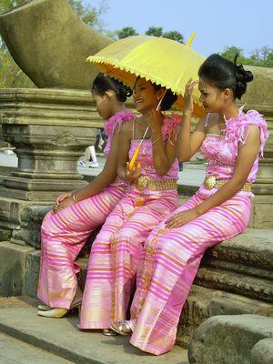 Brautjungfern in Angkor Wat