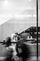 Brautpaar im Cafe