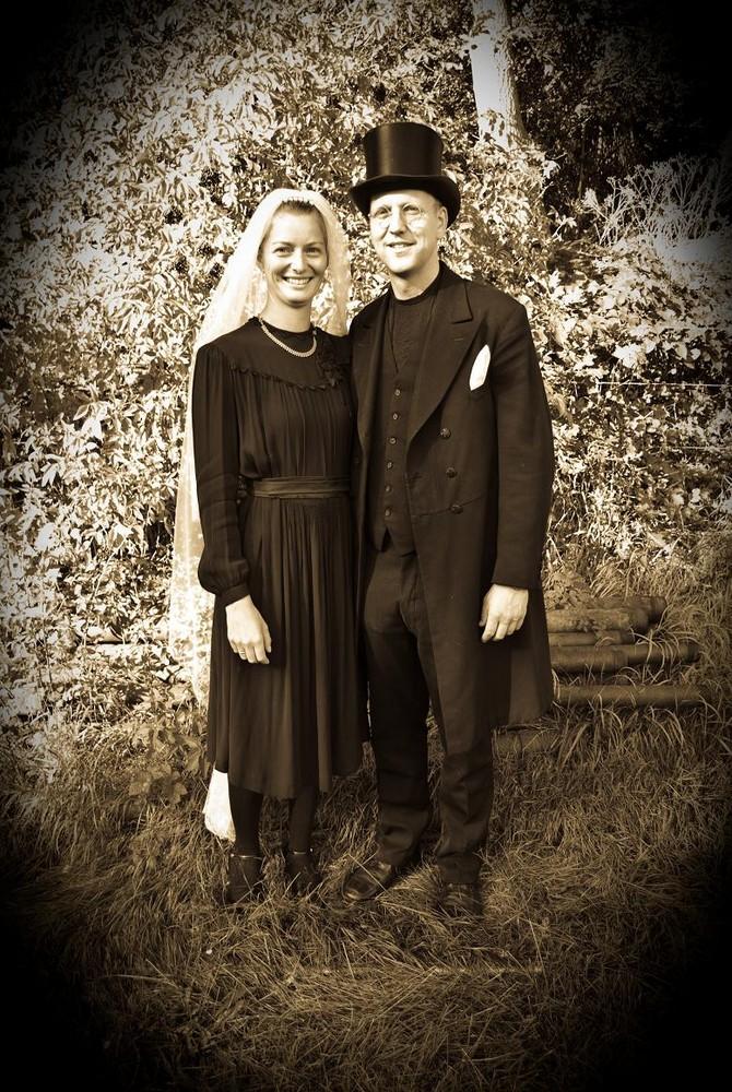 Brautpaar in original alter Kleider