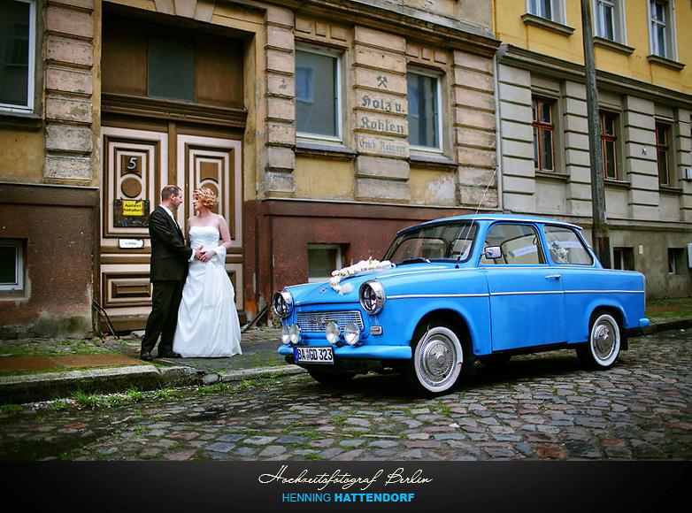 Brautpaar, Trabbi und alte Häuser