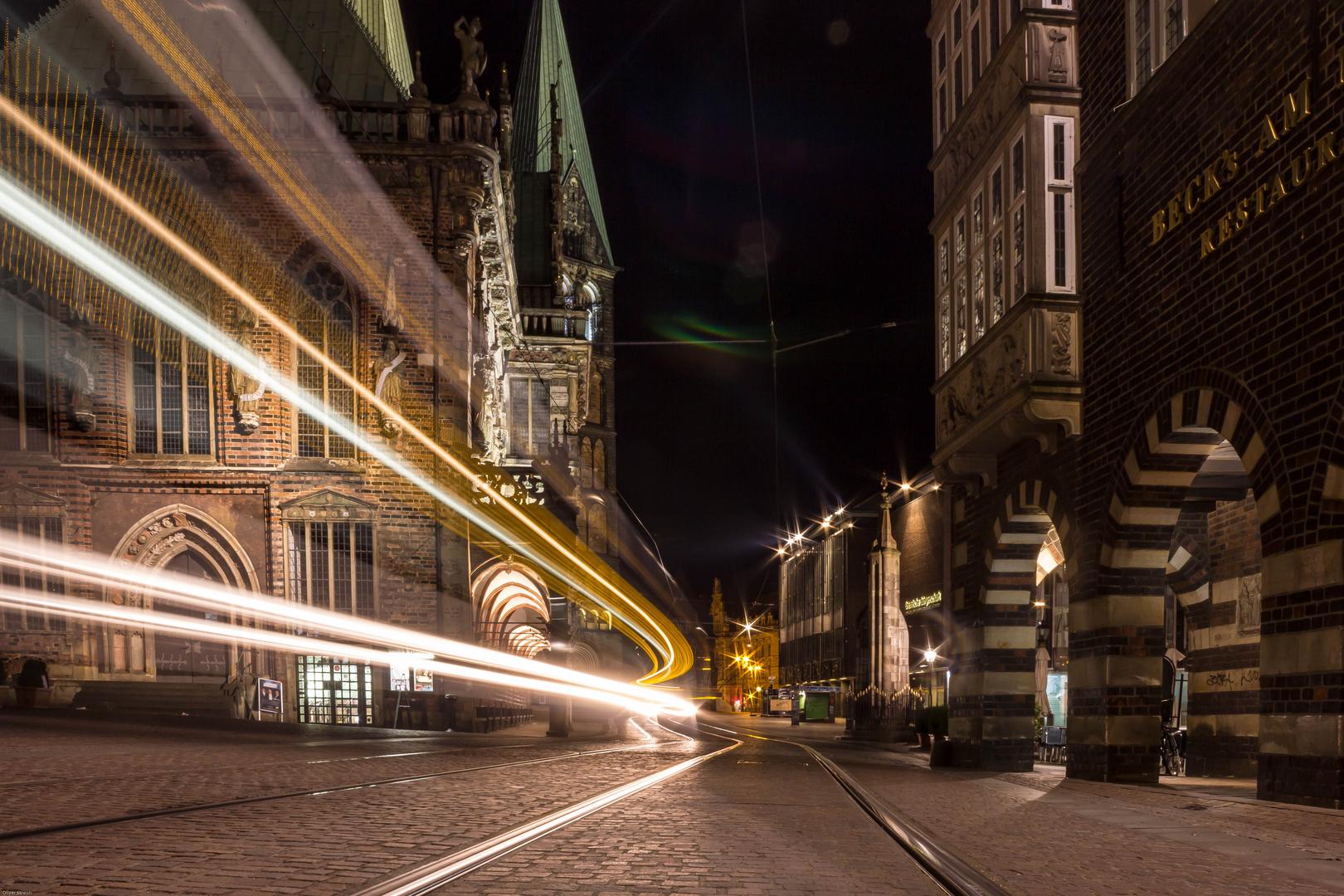 Bremen bei Nacht mit Streifen
