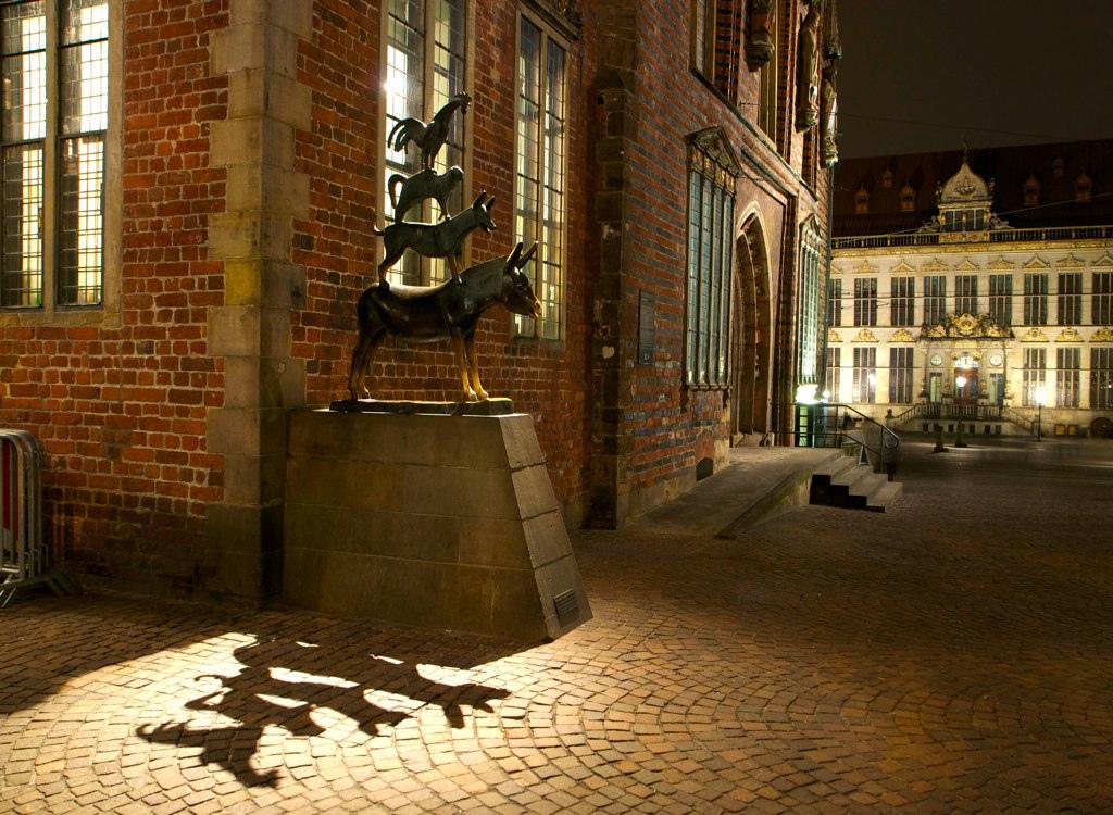 Bremen Stadtmusikanten bei Nacht