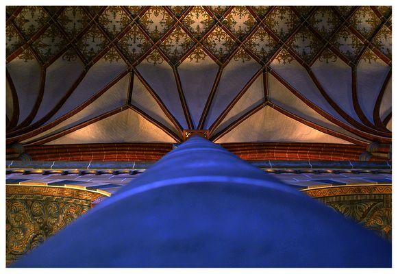bremer-dom-gewölbe beim blick nach oben