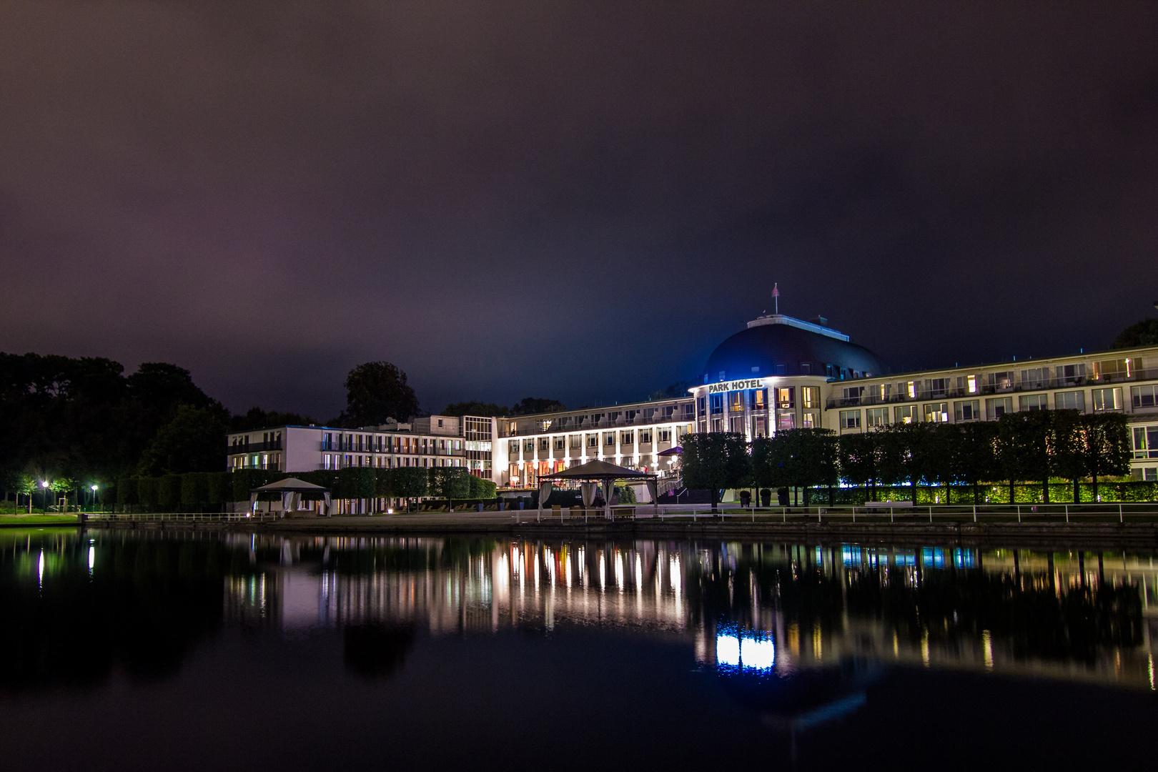 Bremer Parkhotel bei Nacht