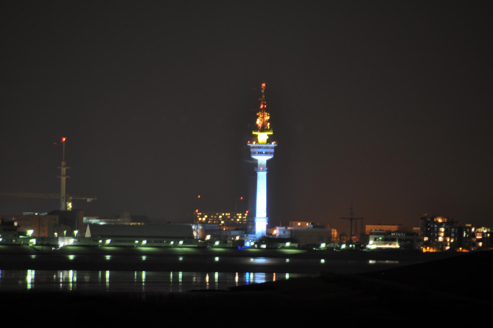 Bremerhaven bei Nacht von Blexen aus