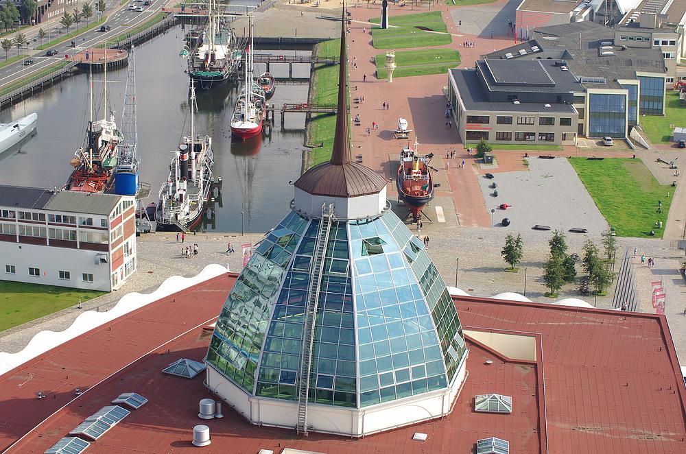 Bremerhaven Schiffahrtsmuseum hinter der Glaskuppel