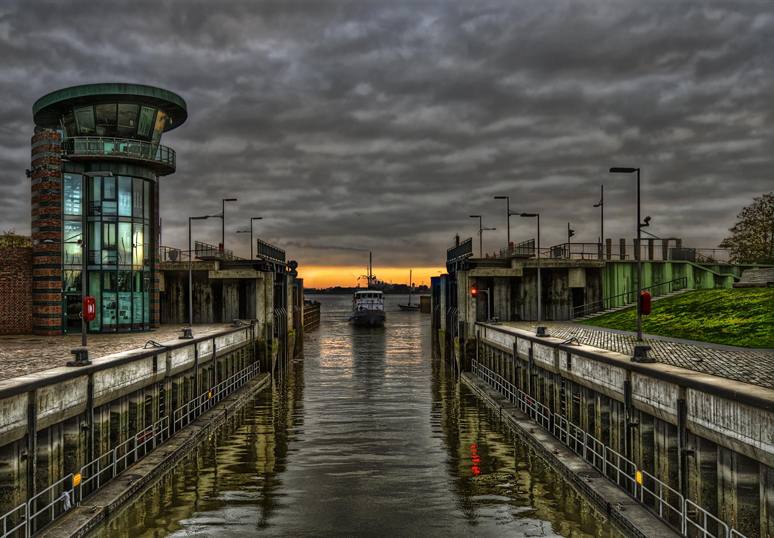 Bremerhaven; Schleuse Neuer Hafen