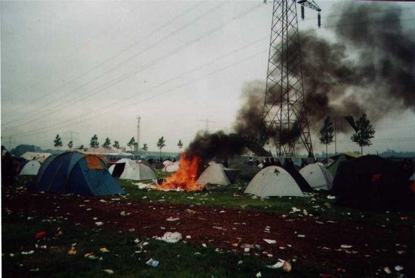 Brennendes Zelt