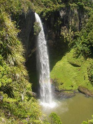 Bridal Veil Falls / New Zealand