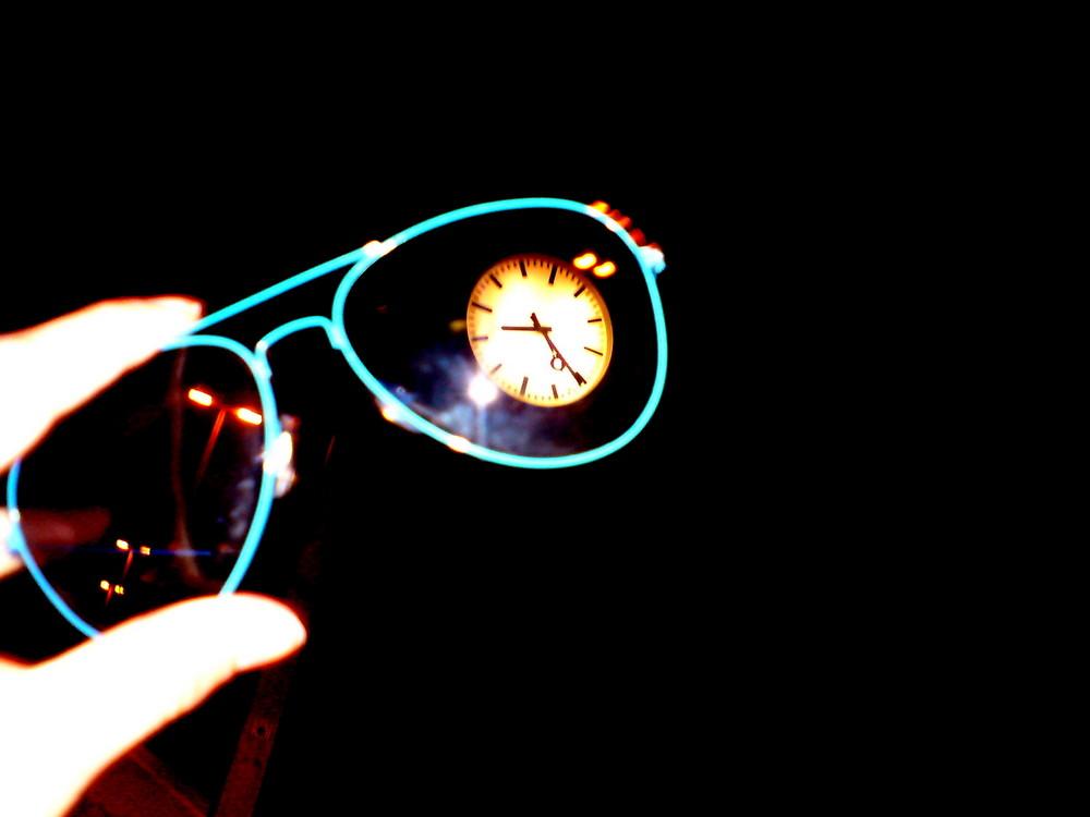 Brille mit der uhr