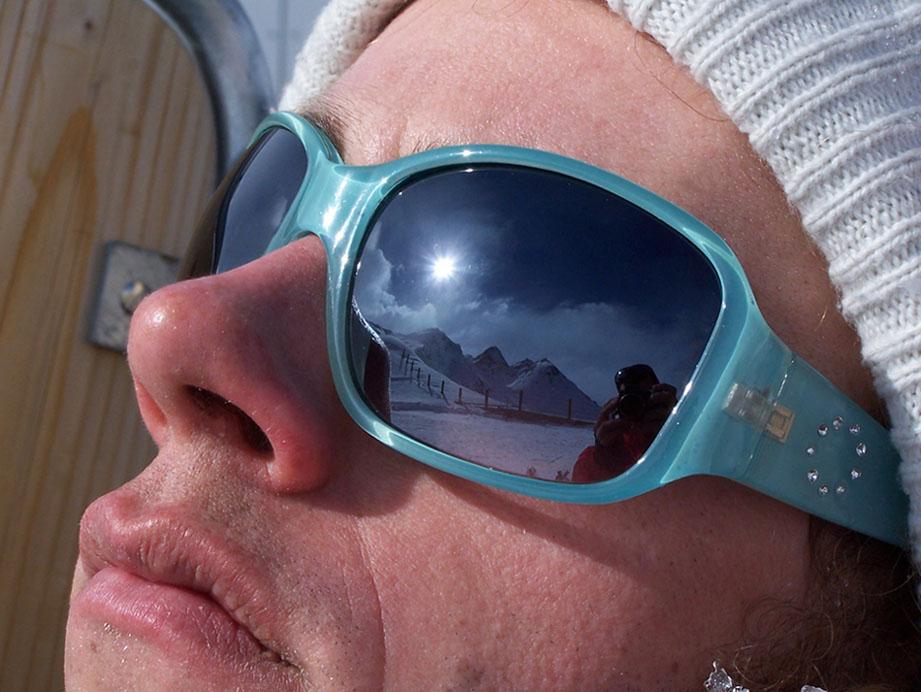Brille mit Glitzersteinchen