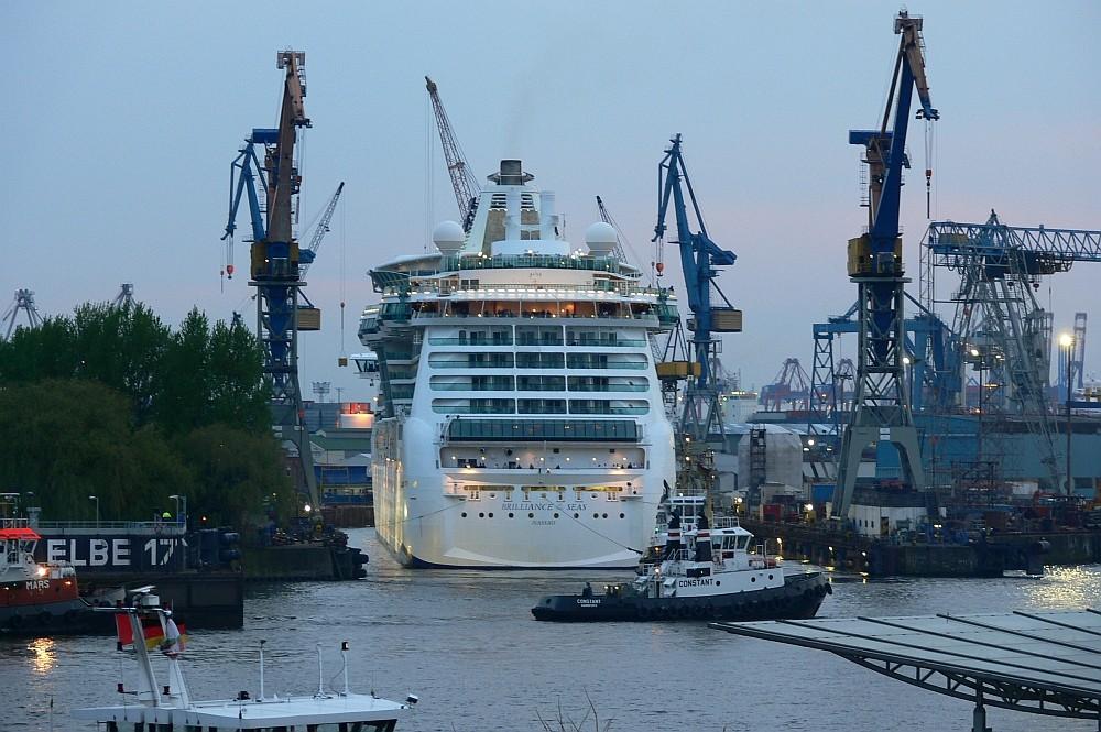 Brilliance of the Seas dockt bei Blohm&Voss in Hamburg