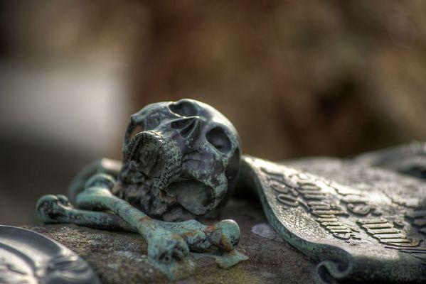 Bronze-Epitaphien Totenkopf