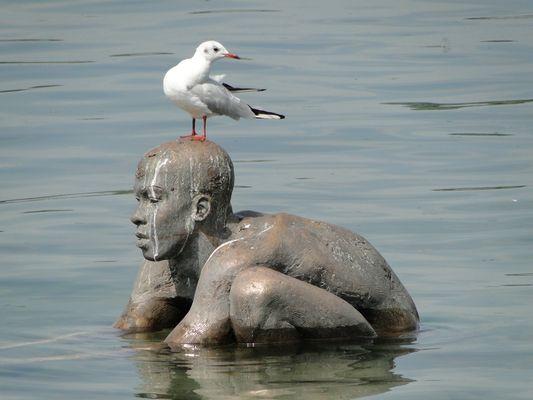Bronze-Mann im Wasser...