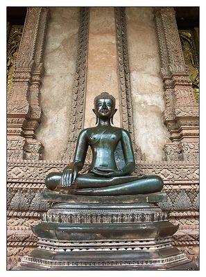 Bronzebuddha im Wat Ho Prakeo - Vientiane, Laos