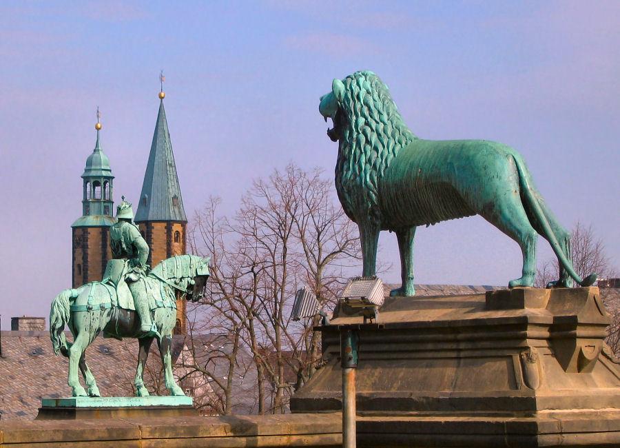Bronzefiguren a.d.Kaiserpfalz