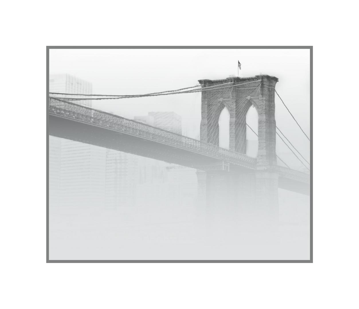 Brooklyn Bridge im Nebel