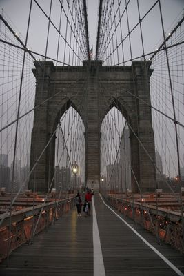 Brooklyn Bridge in der Dämmerung