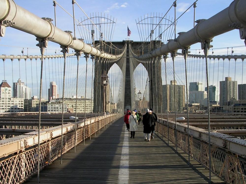 Brooklyn Bridge (NYC), Weg zum Ostpfeiler