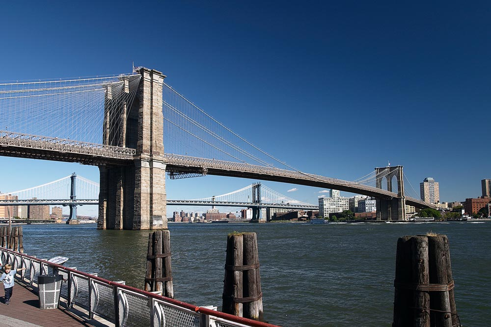 Brooklyn Bridge vom Ufer